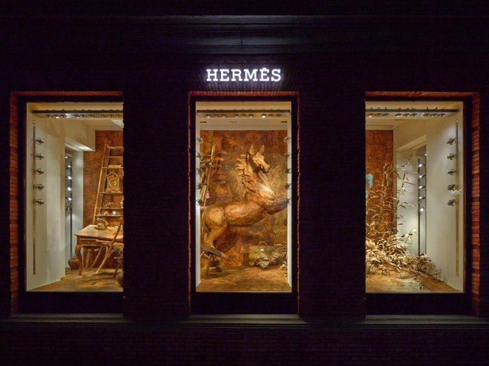Levi Van Veluw creates stunning wood based display for Hermès Shanghai