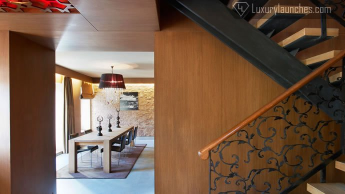 wow-suite-bedroom-staircase