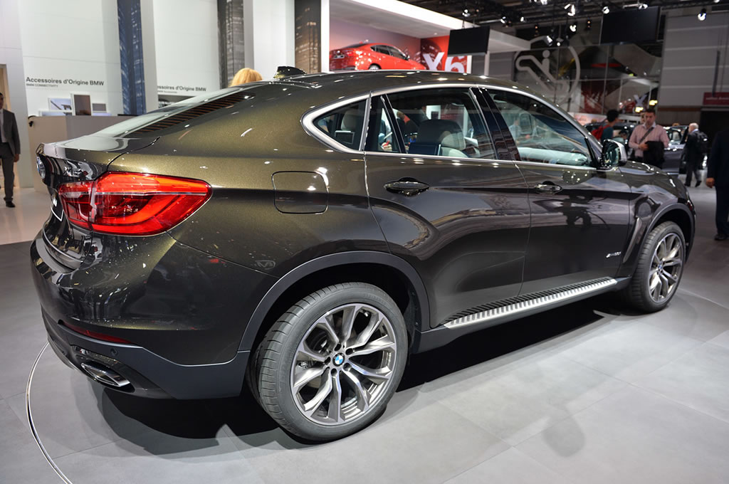 Pebble Beach Car Show >> 2015 BMW X6 makes its world debut at the Paris Motor Show