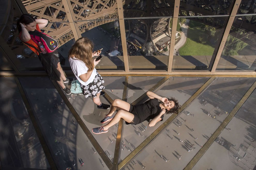 The eiffel tower has a scary new glass floor and selfie for Floors of the eiffel tower