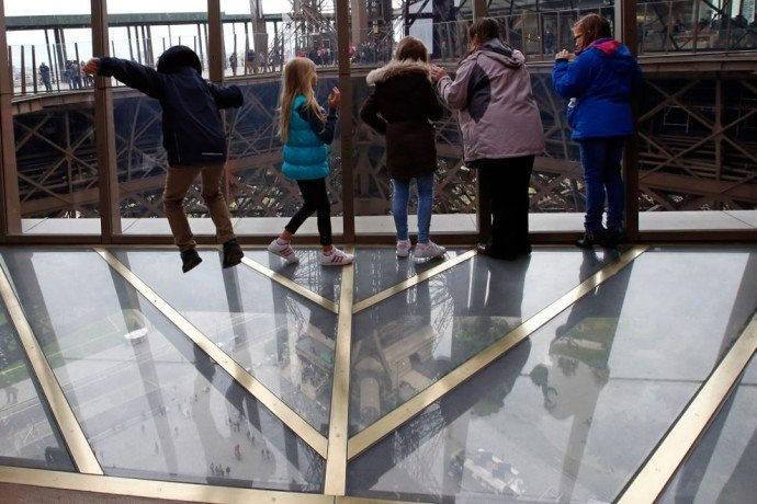 eiffel-tower-glass-floor-2