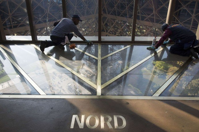 eiffel-tower-glass-floor-3