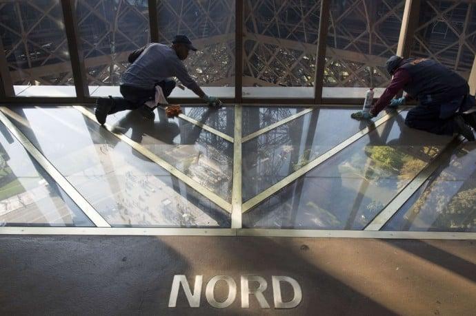 eiffel-tower-glass-floor-3