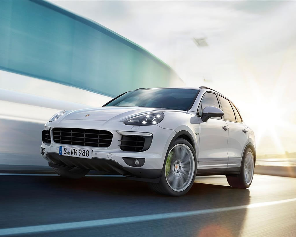 2015 porsche cayenne s e hybrid makes its debut the paris. Black Bedroom Furniture Sets. Home Design Ideas