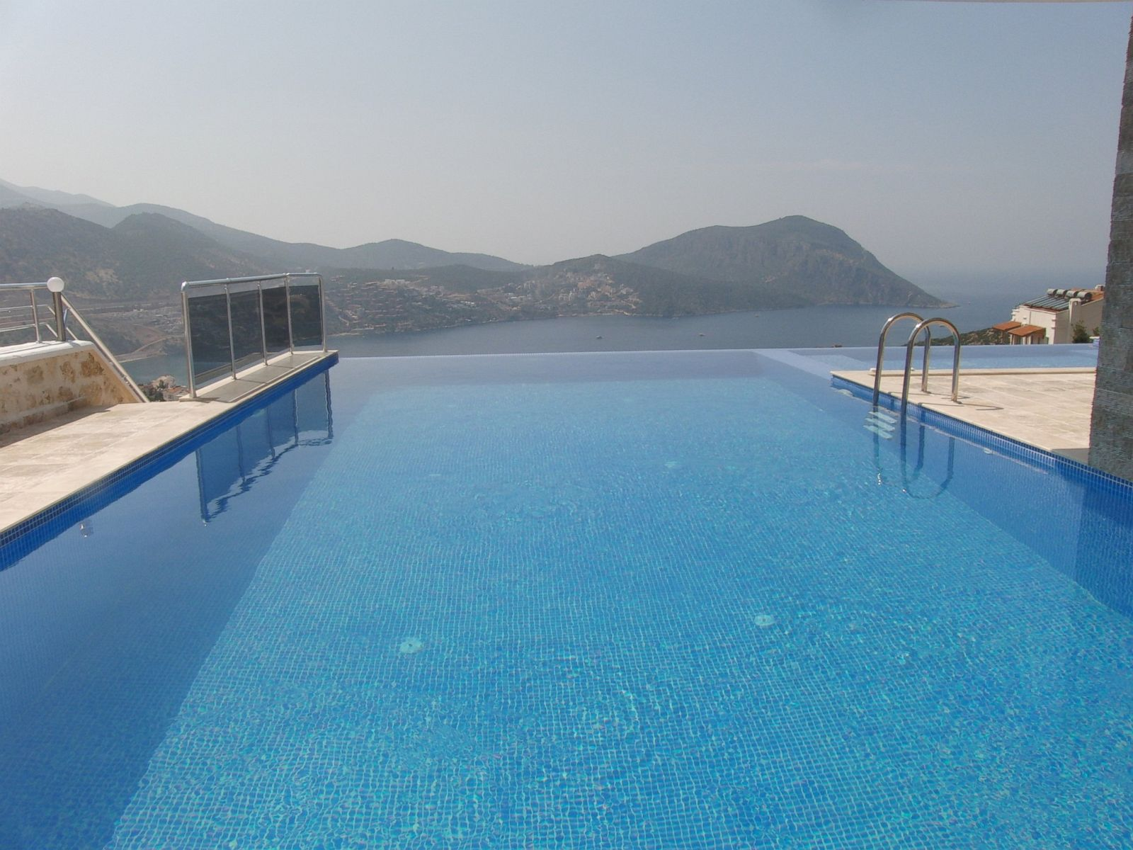 The 10 best infinity pools in the world according to for Infinity pool