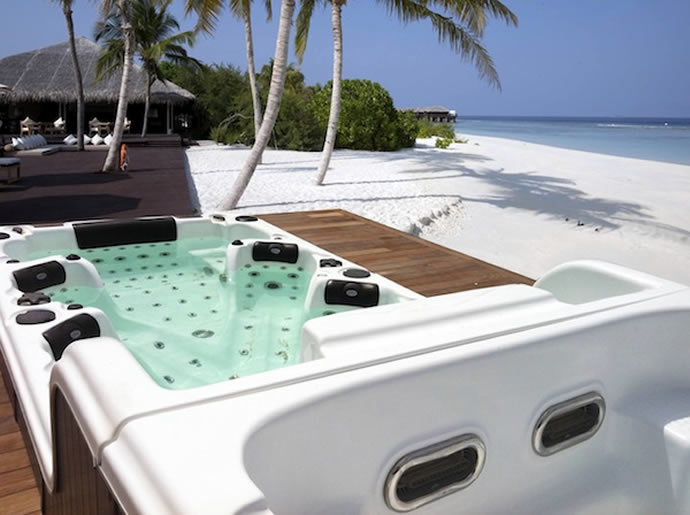 bl-859-hot-tub-2