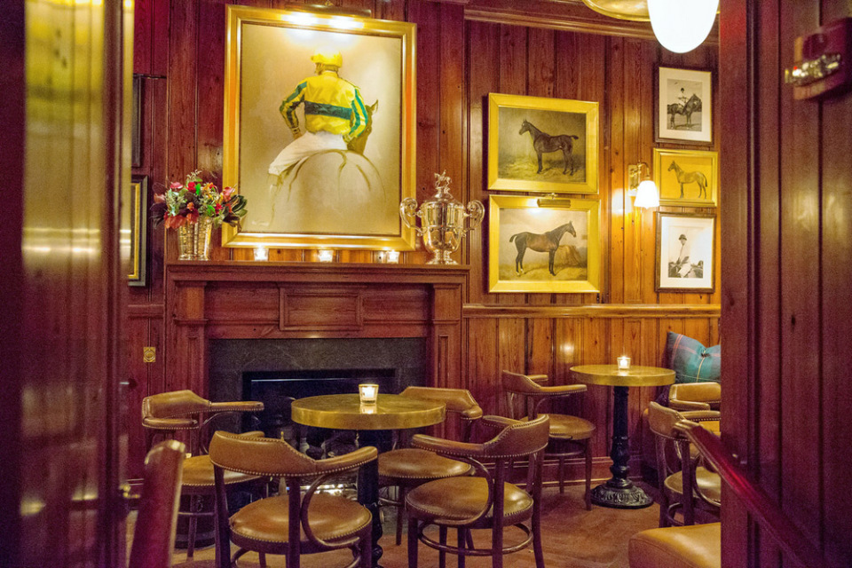 new york welcomes ralph lauren s restaurant polo bar. Black Bedroom Furniture Sets. Home Design Ideas