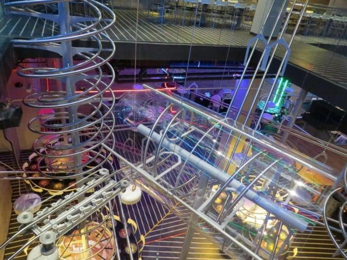 world-largest-roller-coaster-restaurant-1