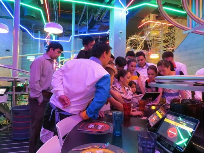 world-largest-roller-coaster-restaurant-6