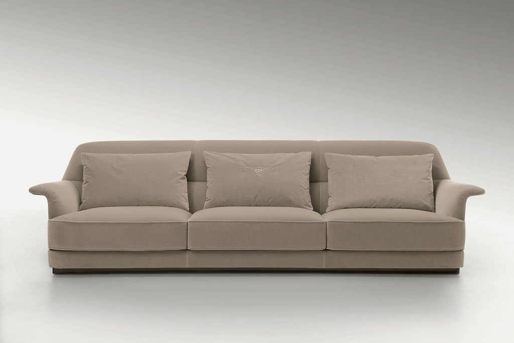 Bentley home furniture 39 s latest collection is inspired by for Lo ultimo en sofas