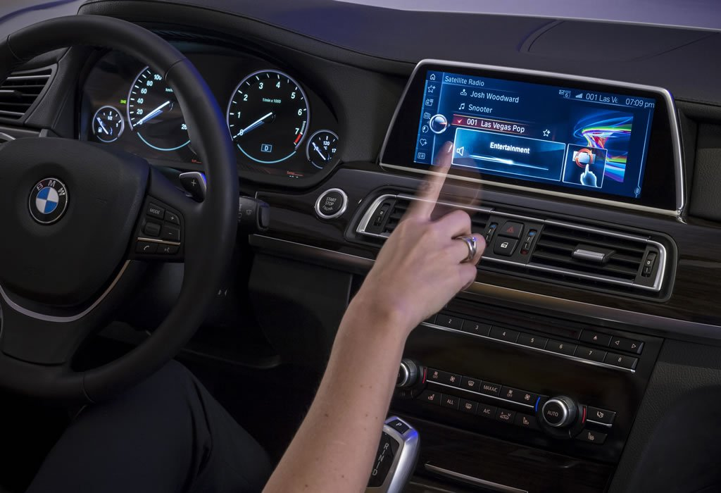 ces 2015 next gen bmw idrive finally adopts touchscreen. Black Bedroom Furniture Sets. Home Design Ideas