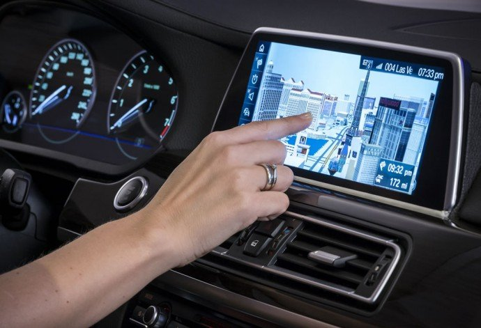 bmw-i-drive-controller-touchscreen-10