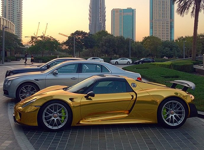 gold-wrapped-porsche-918-4