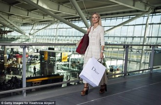 laura-bailey-heathrow-11
