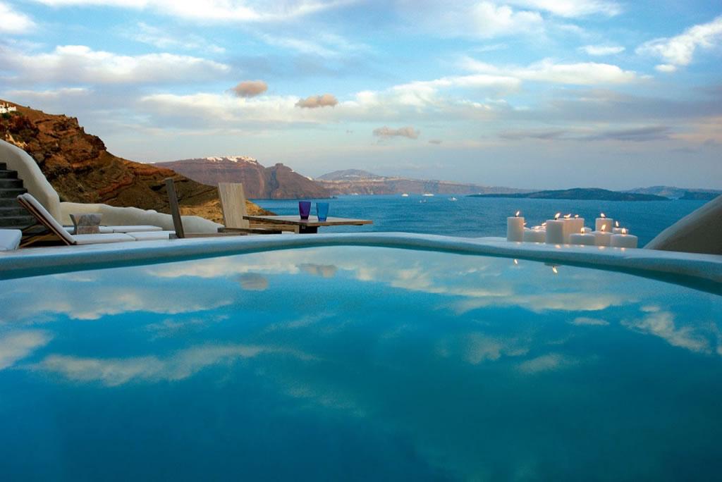 We Pick The 5 Best Luxury Hotels In Santorini