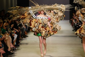 Viktor and Rolf's Spring Couture collection pays a fantastical homage to Van Gogh