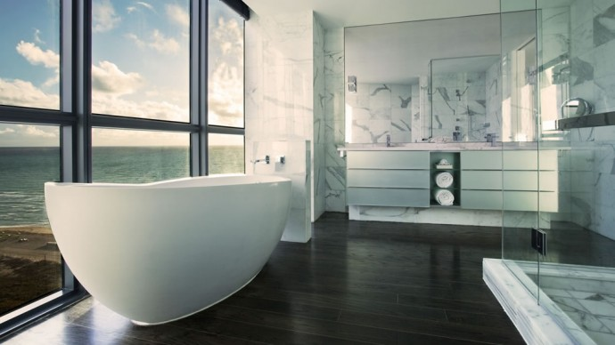 E-Wow Suite Master Bathroom