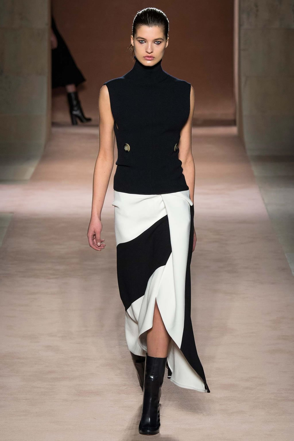 Victoria Beckham amps up the sex appeal in her new Fall ...