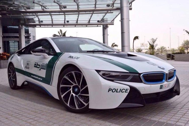 Dubai Police Department Goes Green Adds Bmw I8 To Its