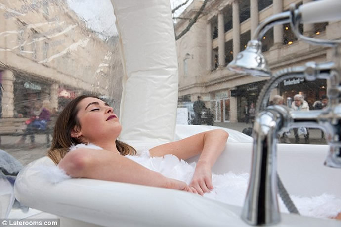 Check Out Britain S First Bubble Hotel Which Has A Full