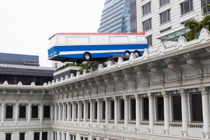 bus-sculpture-peninsula-hong-kong-1