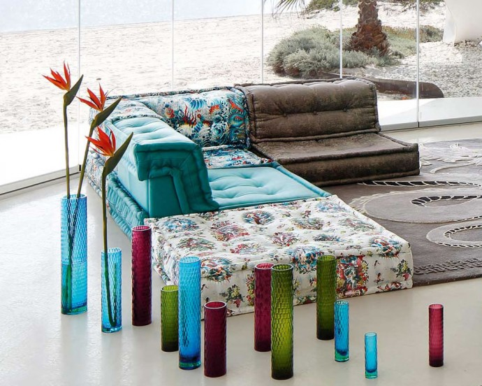 Roche bobois trendy mah jong sofa gets draped in for Roche bobois canape mah jong