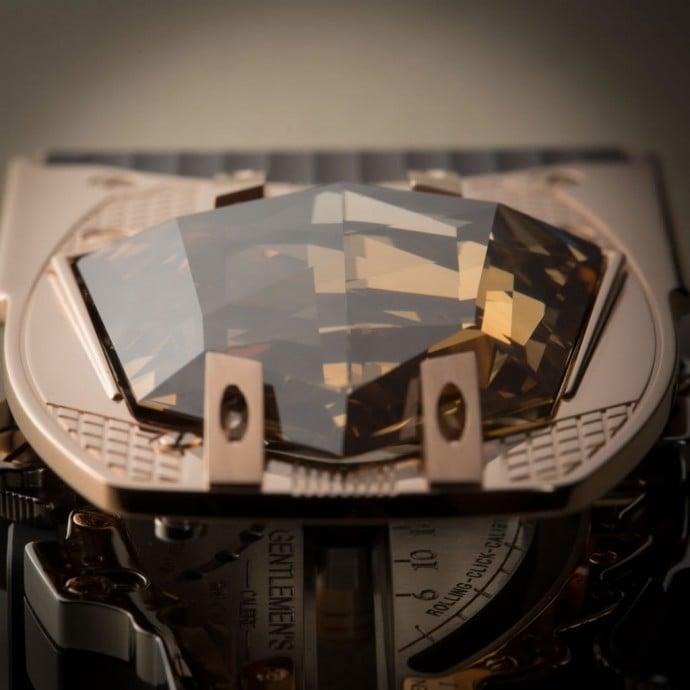 A-belt-buckle-that-features-60-carat-diamond-3