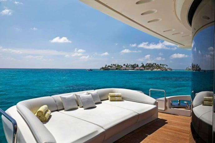 Azimut-uxury-yacht-2