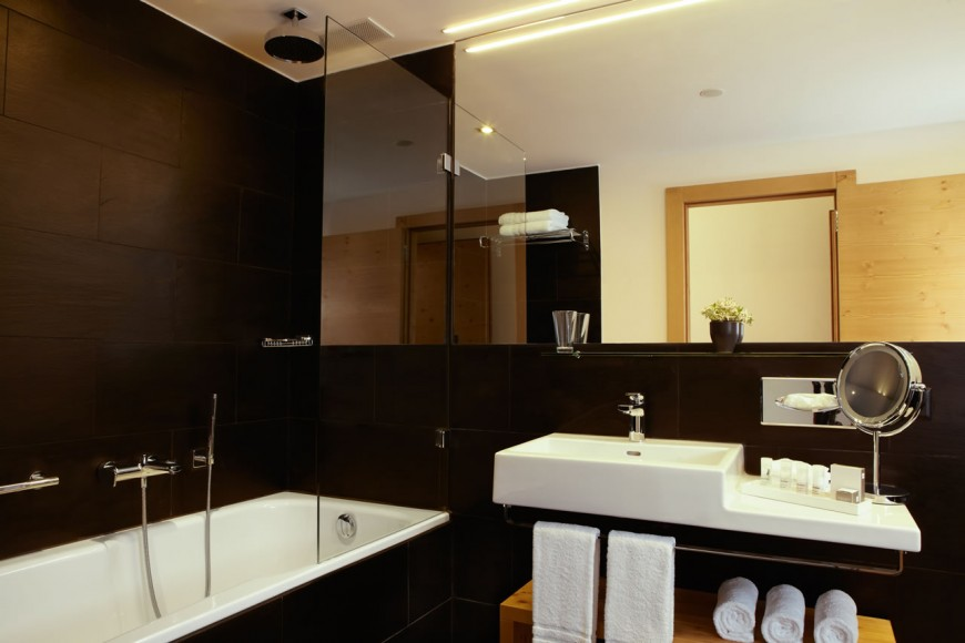 Nira alpina st moritz review for Best boutique hotel bathrooms