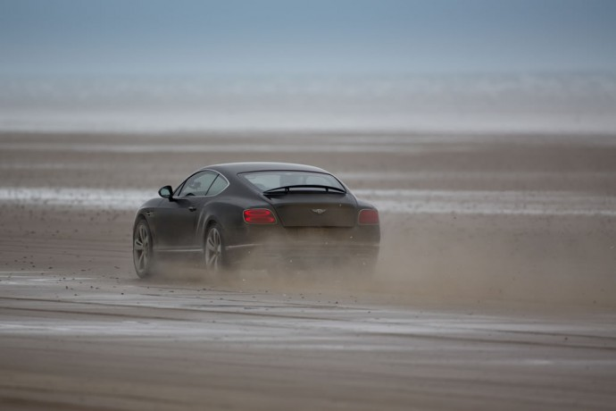 actor-idris-elba-breaks-land-speed-record-in-a-bentley-continental-gt- speed-at-180-mph-2