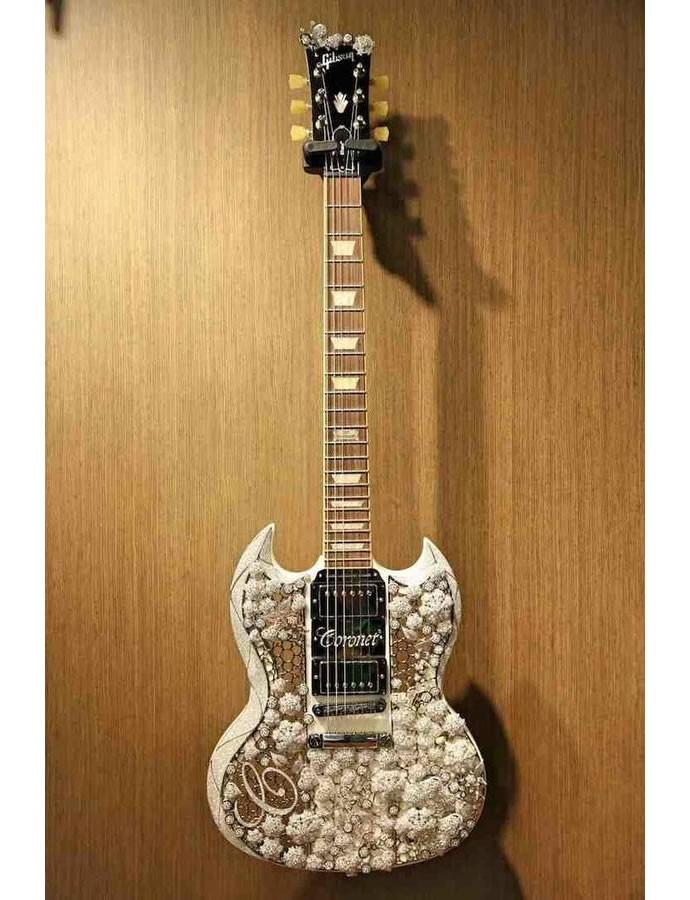 diamond-studded-guitar-3