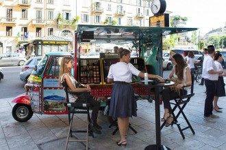 dolce-and-gabanna-rickshaw