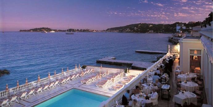 restaurant-et-piscine