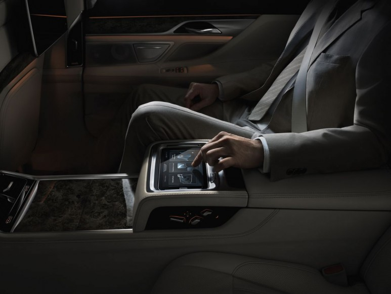 2016-bmw-7-series-backseat