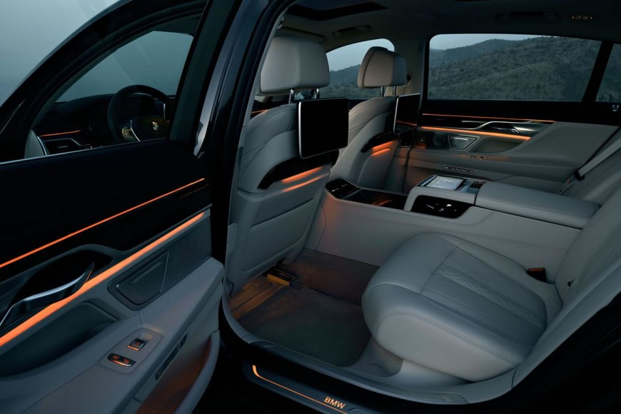 2016-bmw-7-series-interiors-2
