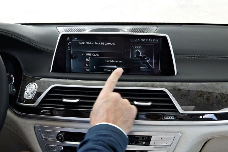 2016-bmw-7-series-interiors-touchscreen