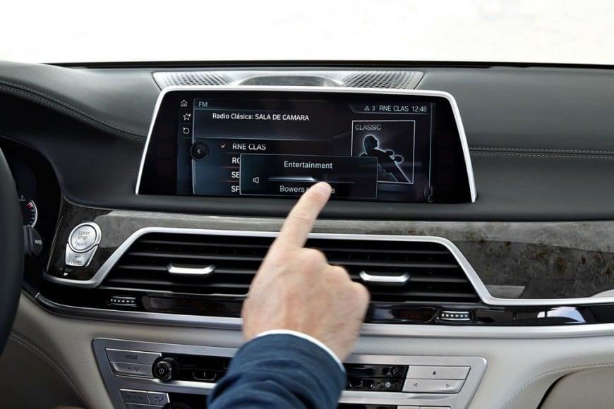 2016-bmw-7-series-interiors-touchscreen