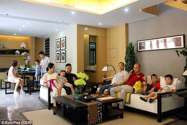 Chinese-gives-children-becoming-rich-through-luxury-villa-tours-2