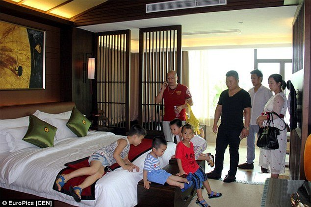 Chinese-gives-children-becoming-rich-through-luxury-villa-tours-3