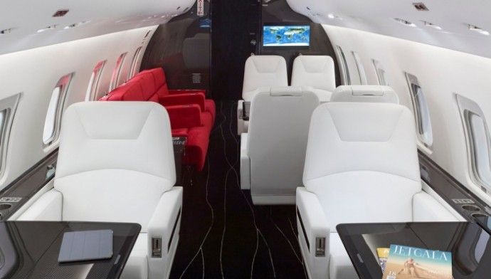 Customized-Bombardier-Challenger-850-private-jet-with-carbon-fiber-3