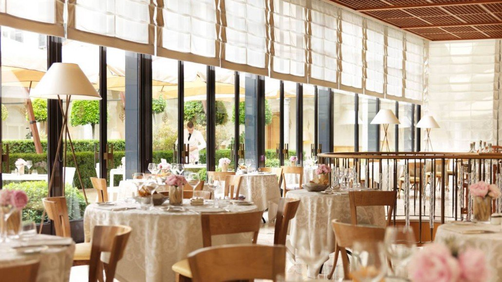 Fashion-Suite-at-Four-Seasons-Milano-Hotel-1