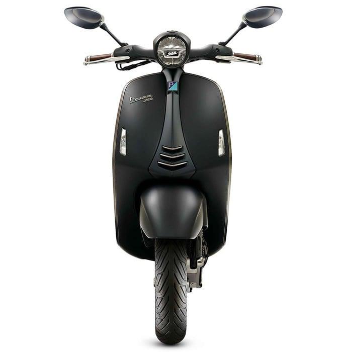 Giorgio-Armani-creates-a-custom-Vespa-2