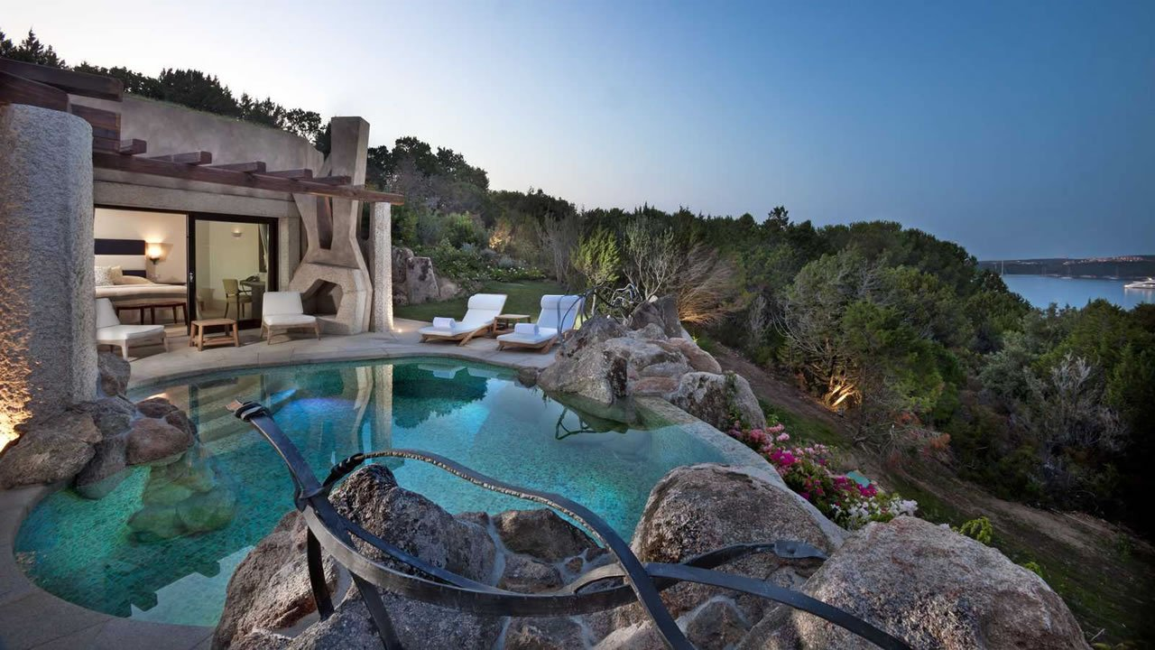 Image gallery hotels sardinia italy for Luxury hotel accommodation