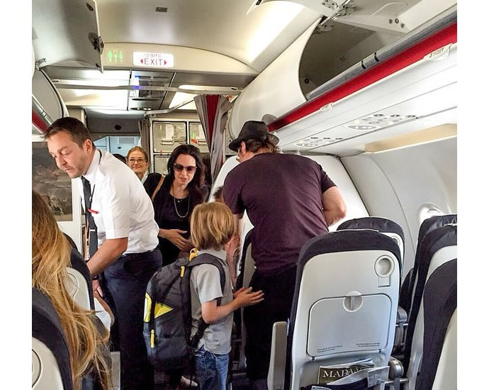 Jolie-Pitt-clan-ditched-first-class-for-Economy-2