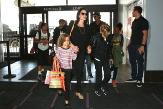Jolie-Pitt-clan-ditched-first-class-for-Economy