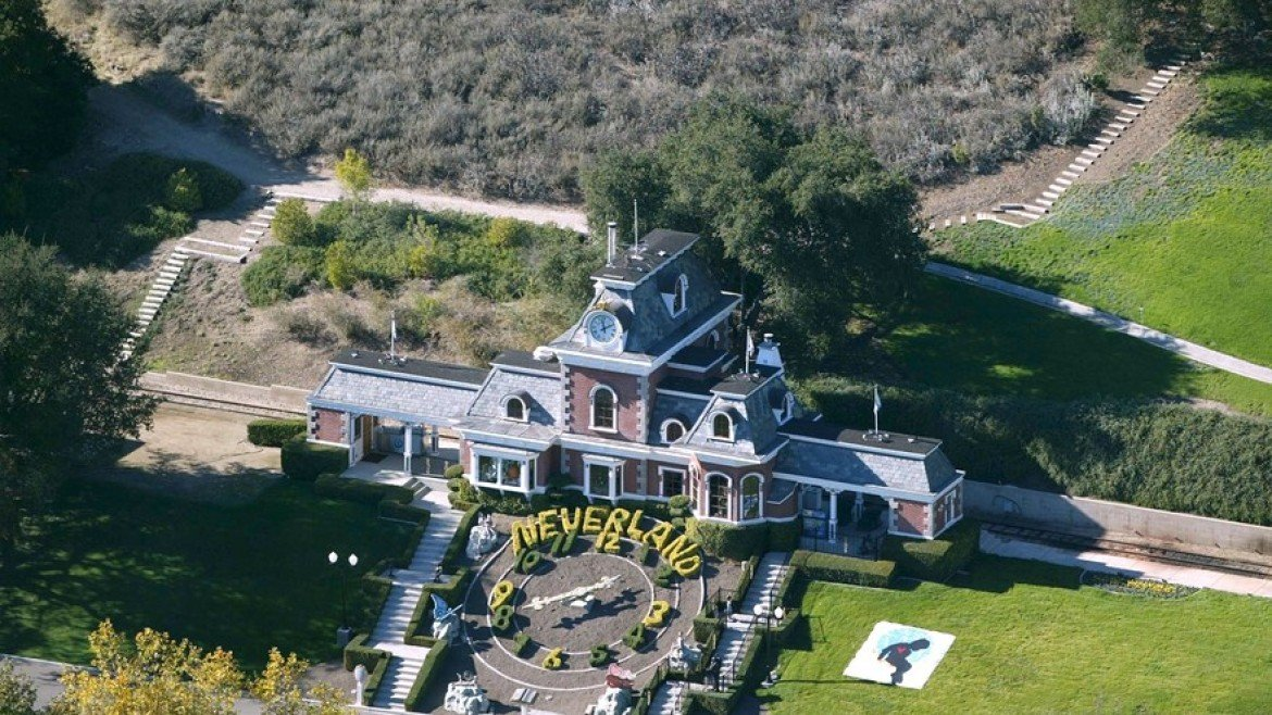Michael jackson s home neverland goes up for sale for 100 for Michael jackson house for sale