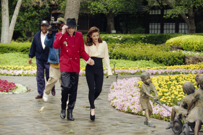 Michael Jackson's home Neverland goes up for sale for $100 ...