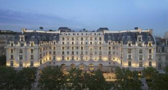The Peninsula Paris Exterior (Night)