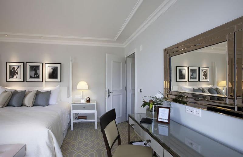 Quincy-Jones-Suite-at-the-Fairmont-Le-Montreux-Palace-5