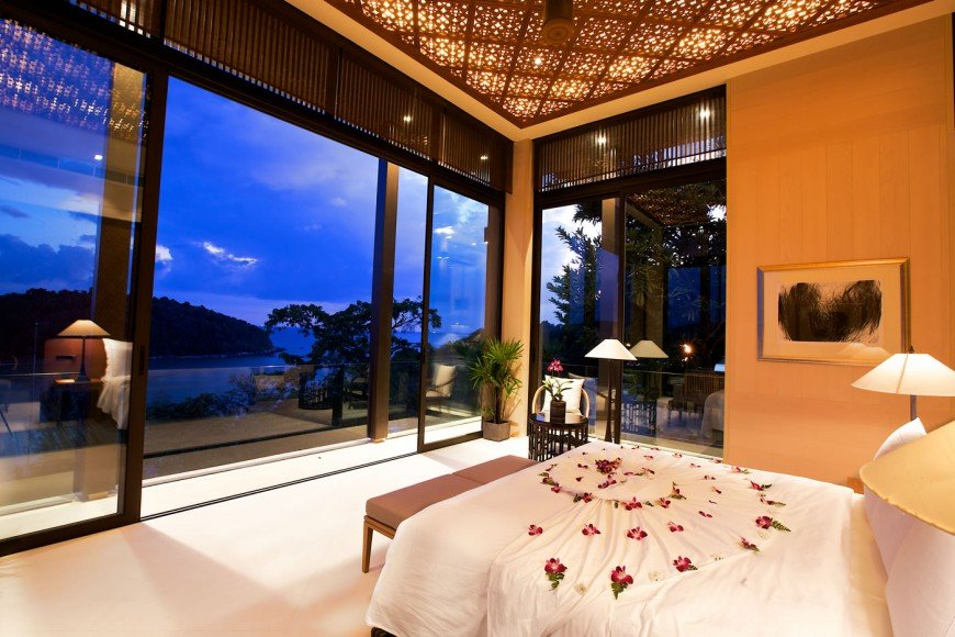 Residences_by_Anantara_-_Bedroom_at_night_time